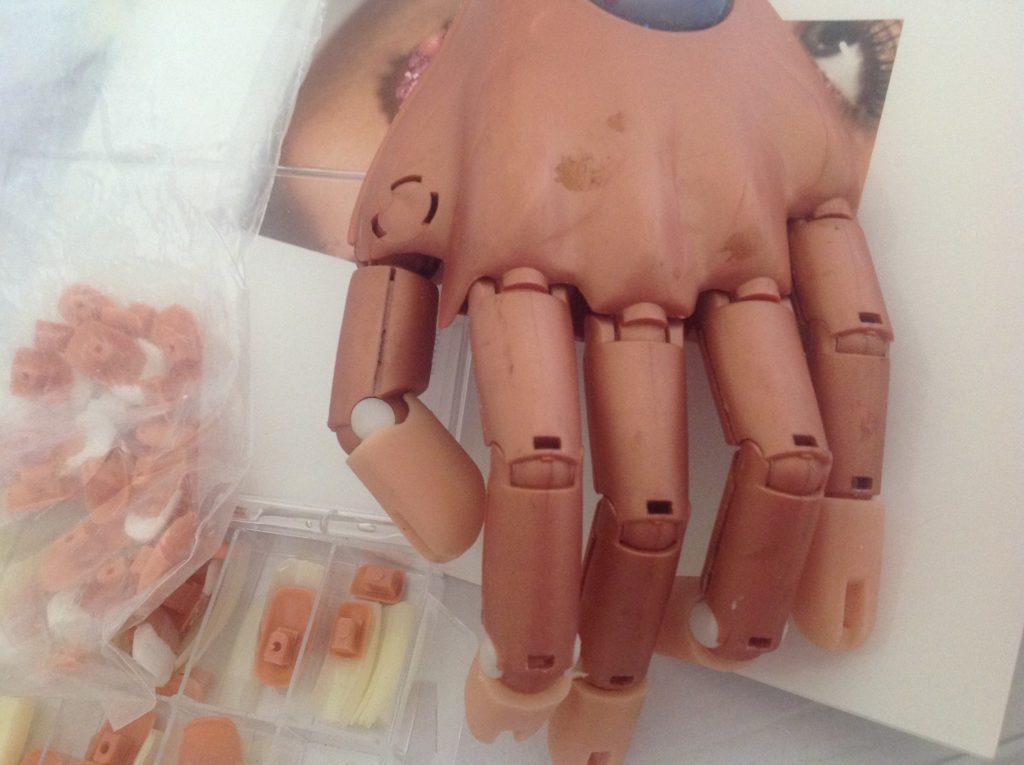 uzywana nail training hand