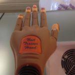 Nail trainer hand pierwsze przymiarki do sztucznej ręki