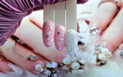 Ślubne ornamenty na paznokciach
